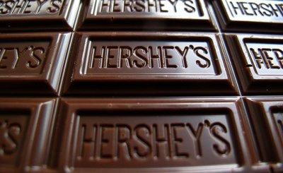 """Шоколад """"Херши"""": состав, ингредиенты, разнообразие вкусов и добавок, производитель и отзывы покупателей"""