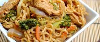 Горячий салат с китайской лапшой Якисоба