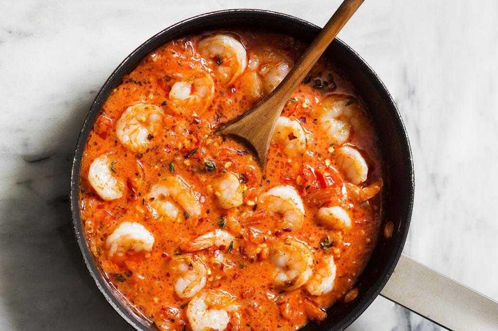 Рецепт креветок в томатно чесночном соусе с фото