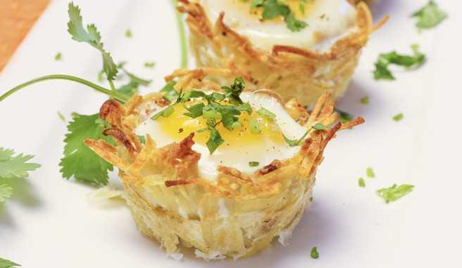 Картофельные корзиночки с яйцом