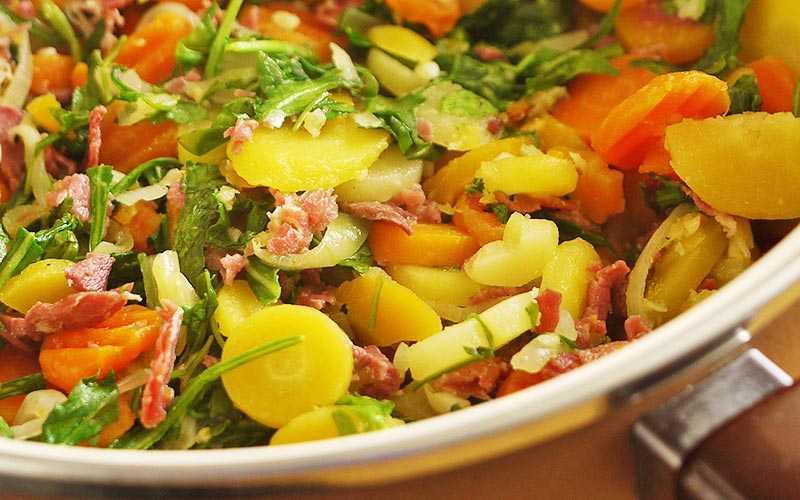 Салат с жареным мясом: способы приготовления