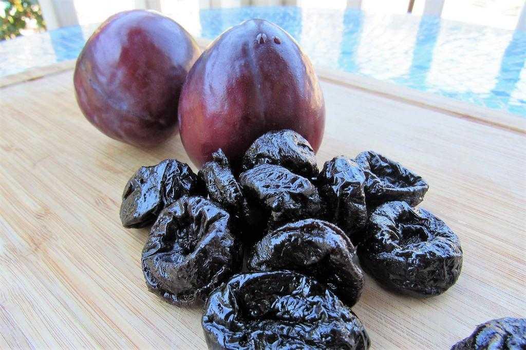 Кефир с черносливом на ночь: польза и вред, особенности применения, отзывы