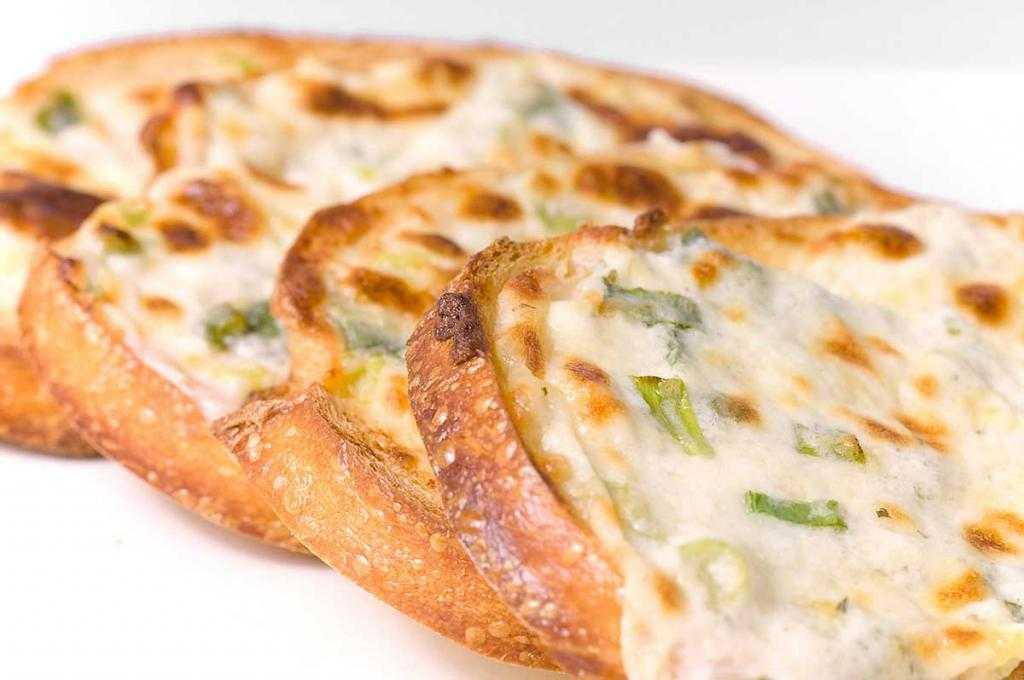 Бутерброды с плавленным сыром и чесноком: рецепт приготовления и украшение