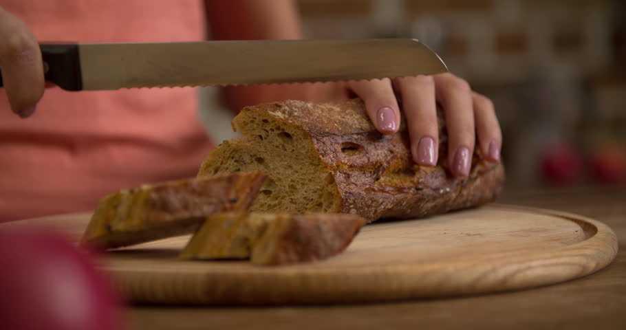 Как пожарить сухарики на сковороде вкусно?