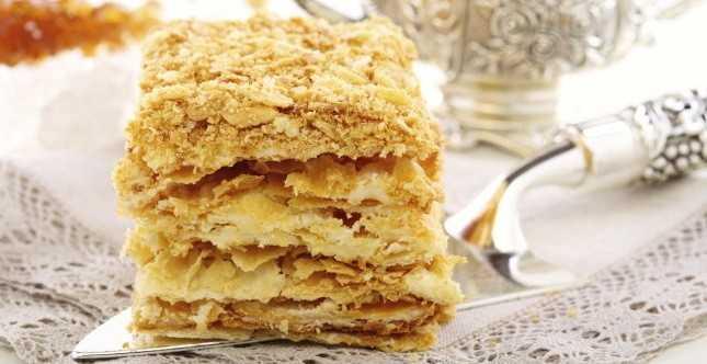 Торт из слоеного теста со сметанным кремом: пошаговый рецепт приготовления с фото