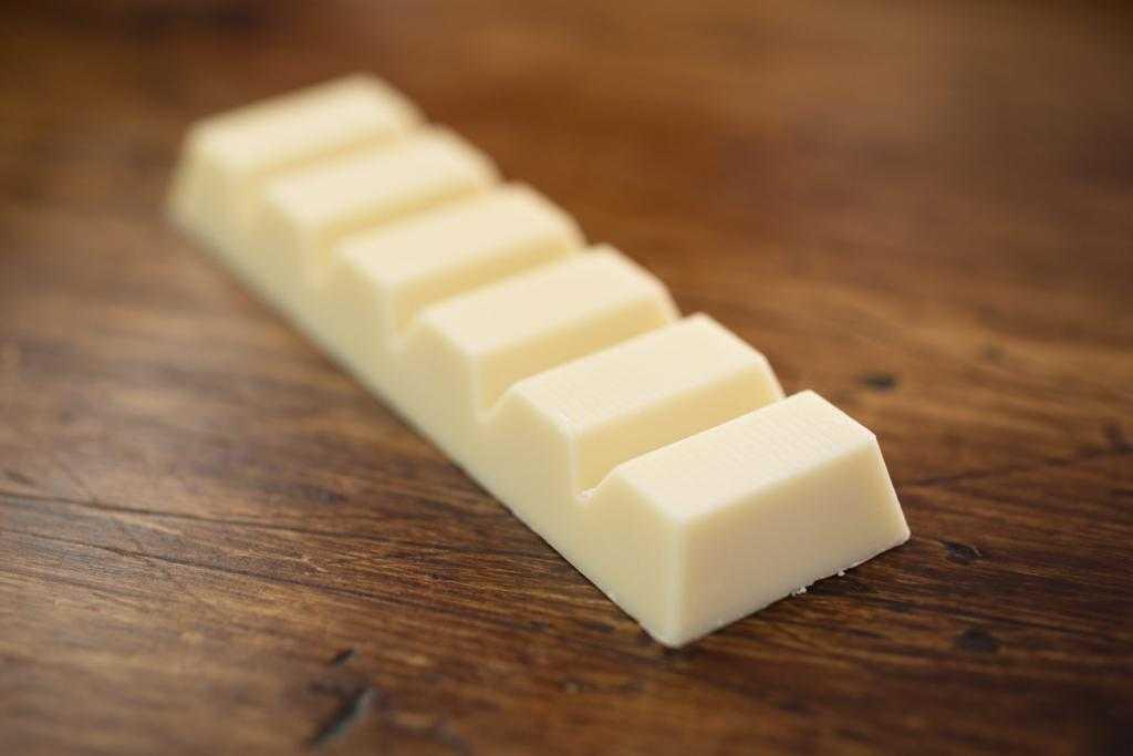 Белая глазурь из белого шоколада для торта: рецепт, ингредиенты и процесс приготовления с фото