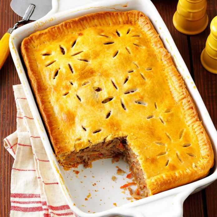 Мясной пирог из дрожжевого теста: ингредиенты, рецепт с описанием, особенности приготовления