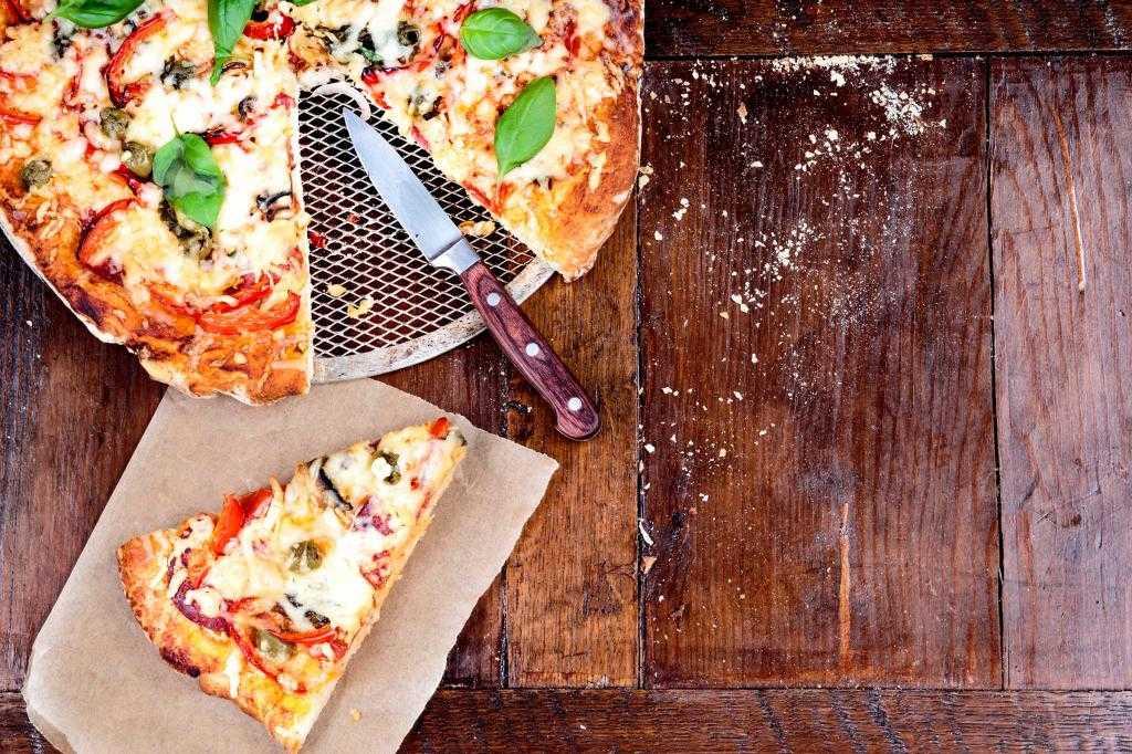 Как правильно есть пиццу по этикету: рекомендации и советы