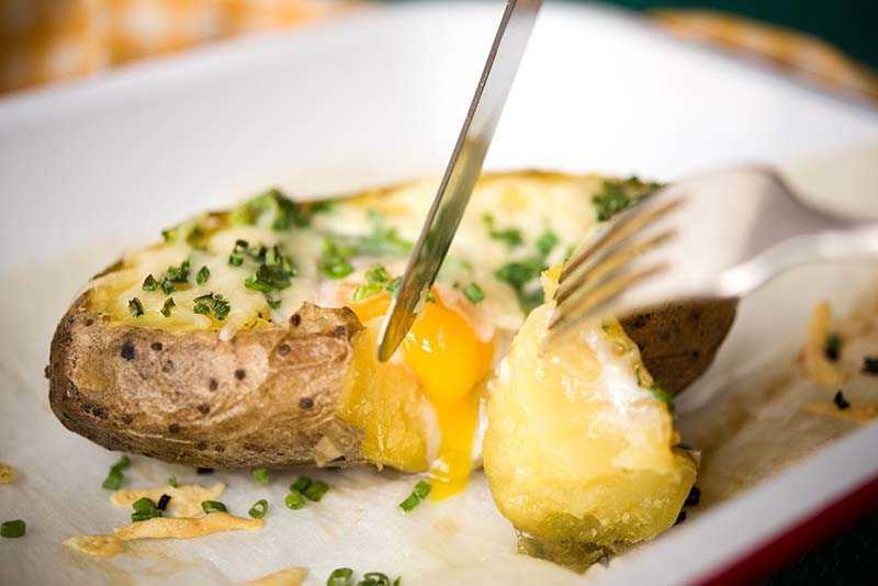 Лодочки из картофеля с начинкой — простое и вкусное блюдо
