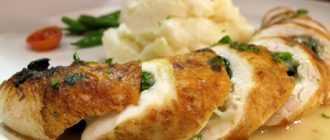 Простой и вкусный салат с куриным рулетом