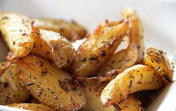 Сколько готовить картошку дольками в духовке