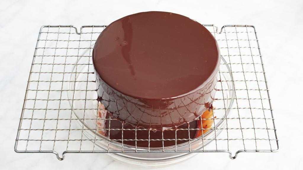 Зеркальная шоколадная глазурь для торта: ингредиенты, рецепт, секреты приготовления