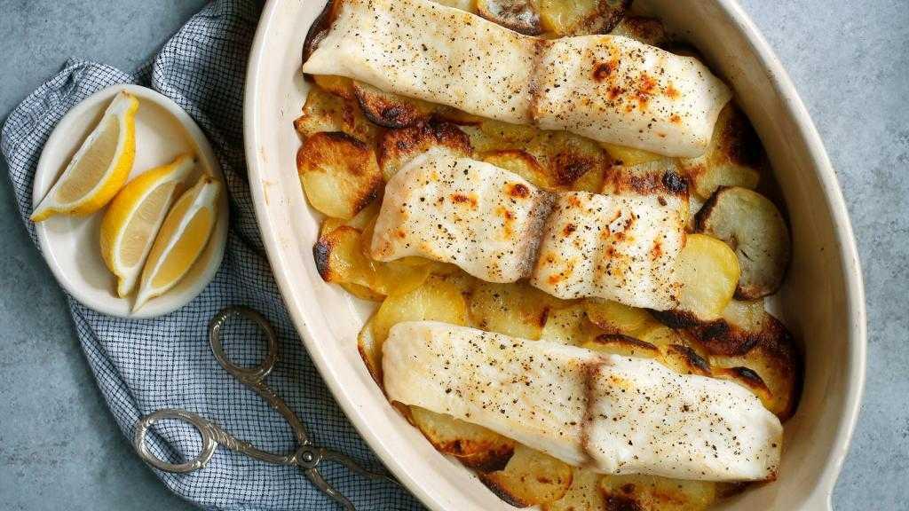 Филе трески с картошкой в духовке: рецепт приготовления с фото