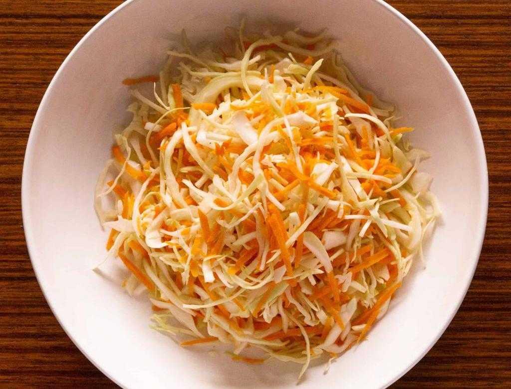 Овощной диетический салат: ингредиенты, рецепт с описанием, особенности приготовления