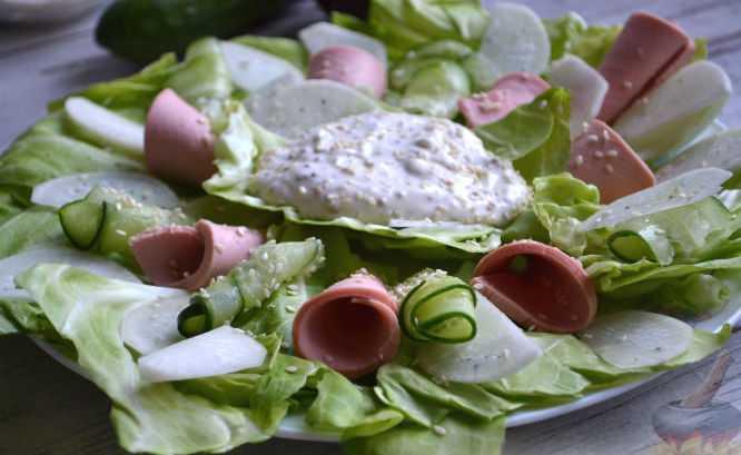 Мясной салат с колбасой: классический рецепт, ингредиенты, советы по приготовлению
