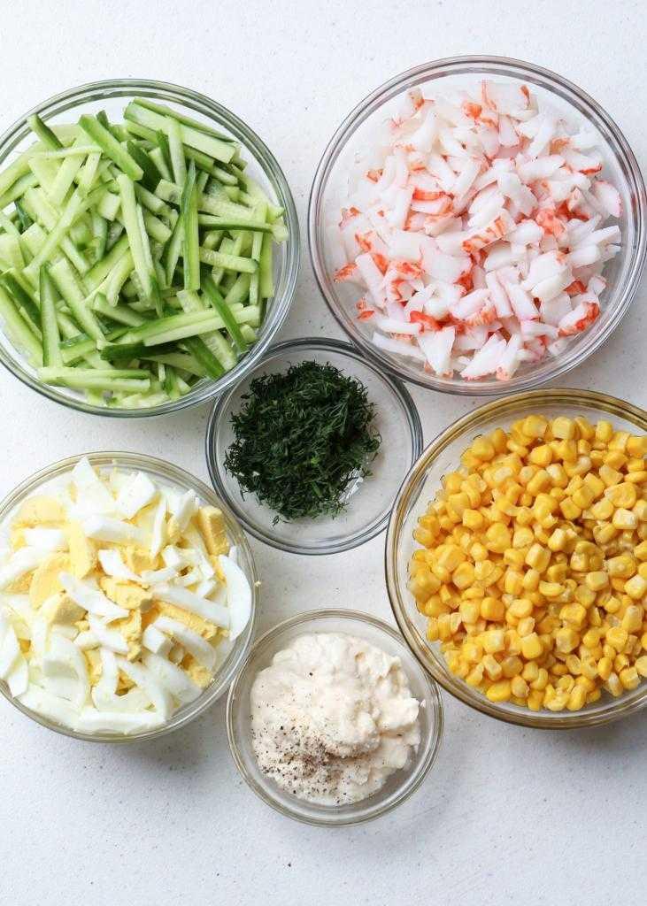 Вкусный салат с консервированной кукурузой: рецепты приготовления