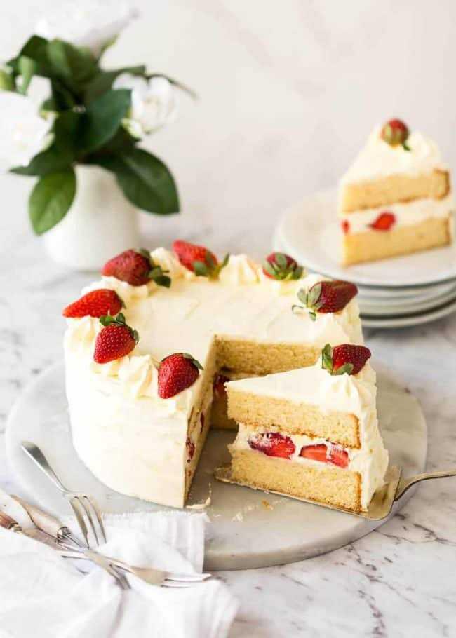 Как делать бисквит для торта: рецепты и советы
