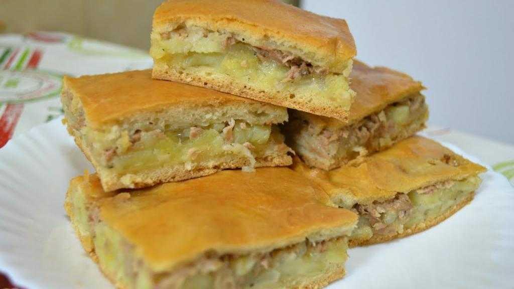 Заливной пирог на майонезе с рыбными консервами: рецепт, ингредиенты, варианты приготовления