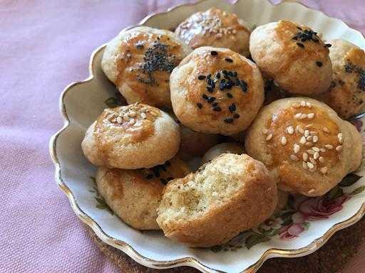 Турецкие булочки с кунжутом: сладкие и соленые