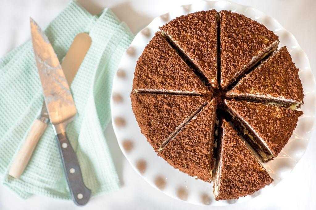 Шоколадный торт со сгущенкой: простые рецепты