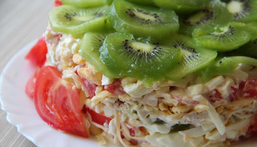 """""""Изумрудная россыпь"""" - салат с киви и курицей: рецепты на любой вкус"""