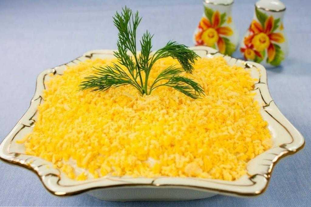 Слоеный салат с грибами и курицей: рецепты с фото, ингредиенты