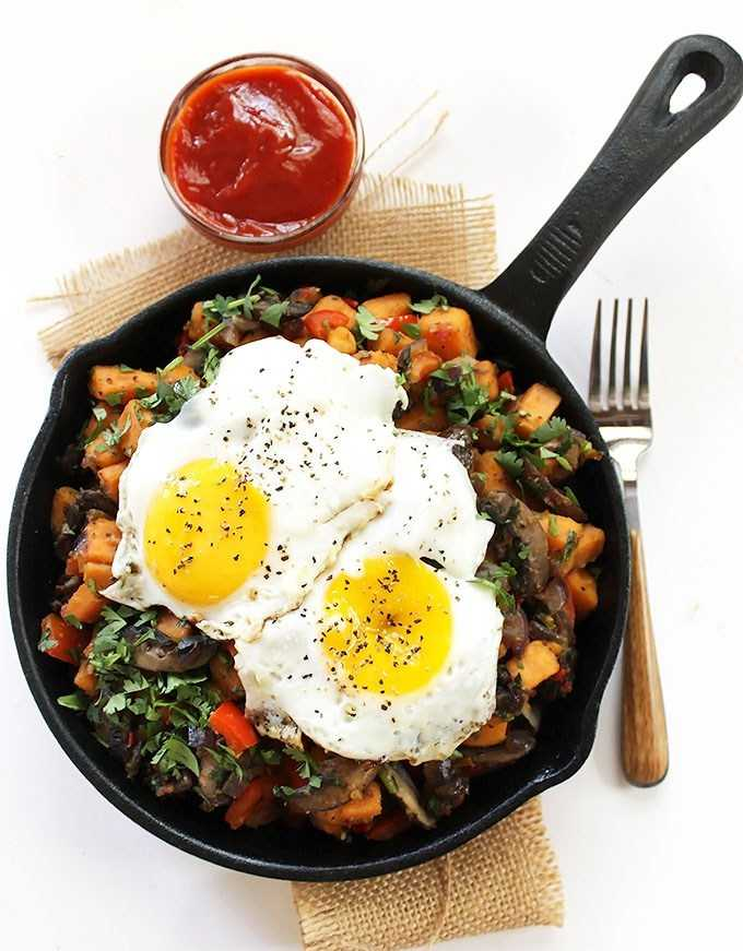 Яичница с картошкой и овощами