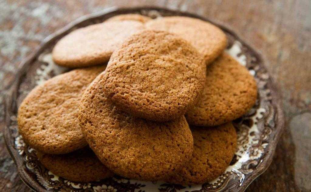Медовое печенье с корицей: ингредиенты, рецепт, советы по приготовлению