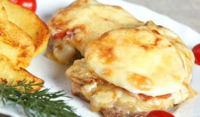 Мясо по-французски с помидором в духовке: варианты рецептов, ингредиенты, порядок приготовления
