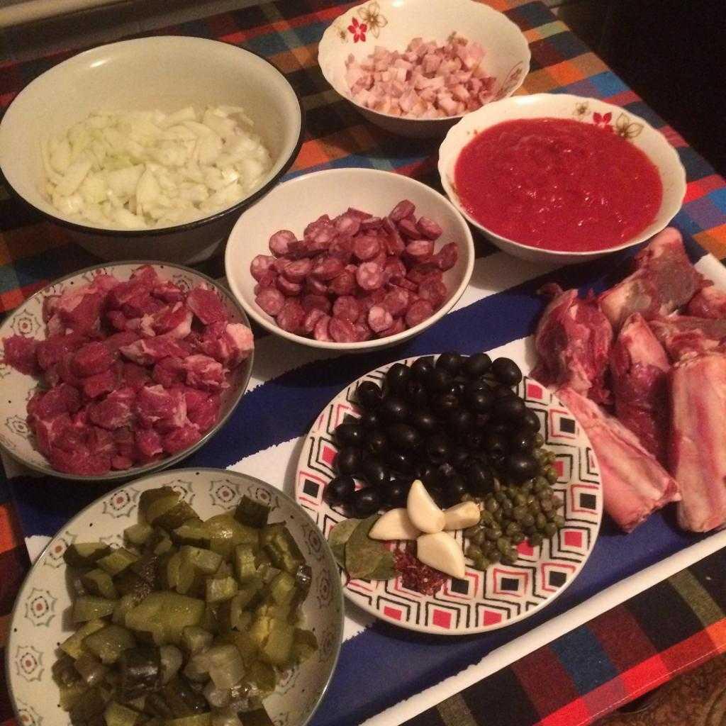 Солянка с копчеными ребрышками: рецепты приготовления