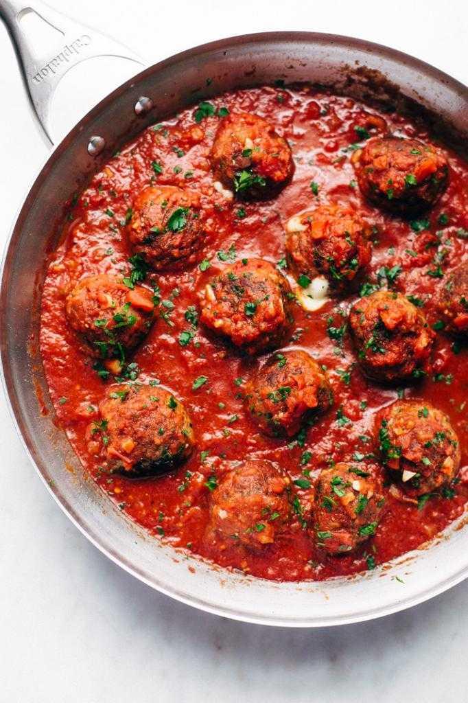 Тефтели и рис с томатной пастой: рецепт вкусного ужина