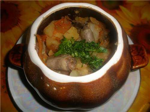 Куриные сердечки с картошкой в горшочках: рецепт с фото