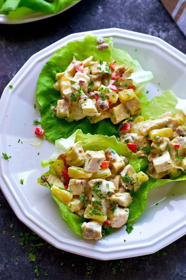 Салат с пекинской капустой, ананасом, курицей: рецепт с фото