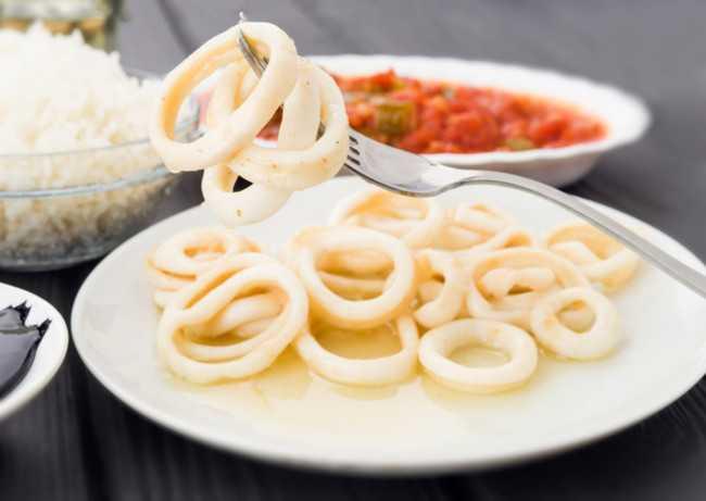 Рис с кальмарами и овощами: рецепты приготовления
